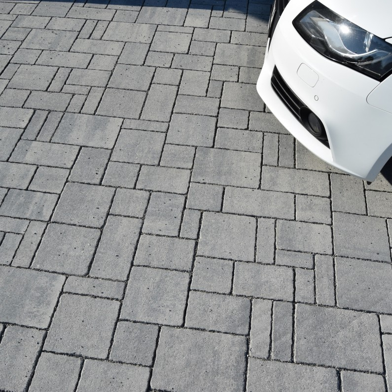 RIANO-Barocco-basalt-car-795x795